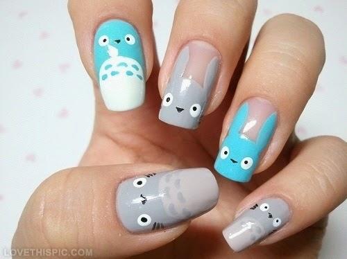 Así también, estas uñas se caracterizan por tener los colores rosados, celestes y amarillos como base. Y además diseños de animales.