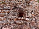 Obertura en la paret de l'absis de l'antiga ermita de la Mare de Déu del Grau. Autor: Carlos Albacete