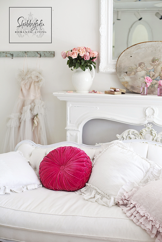Styling A Romantic Living Room For Valentine\'s Day - shabbyfufu.com