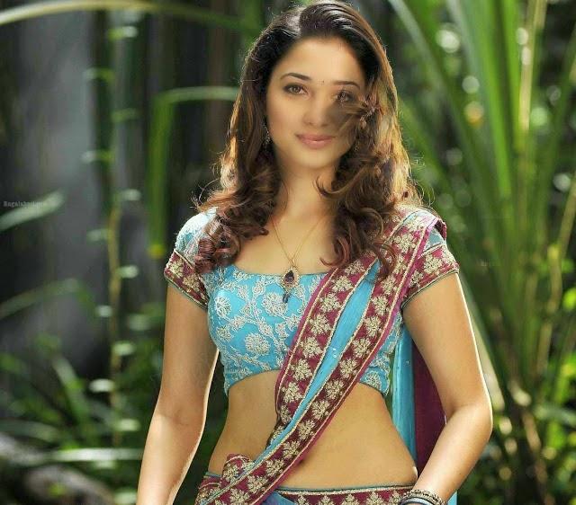 Tamanna Bhatia looking hot in saree
