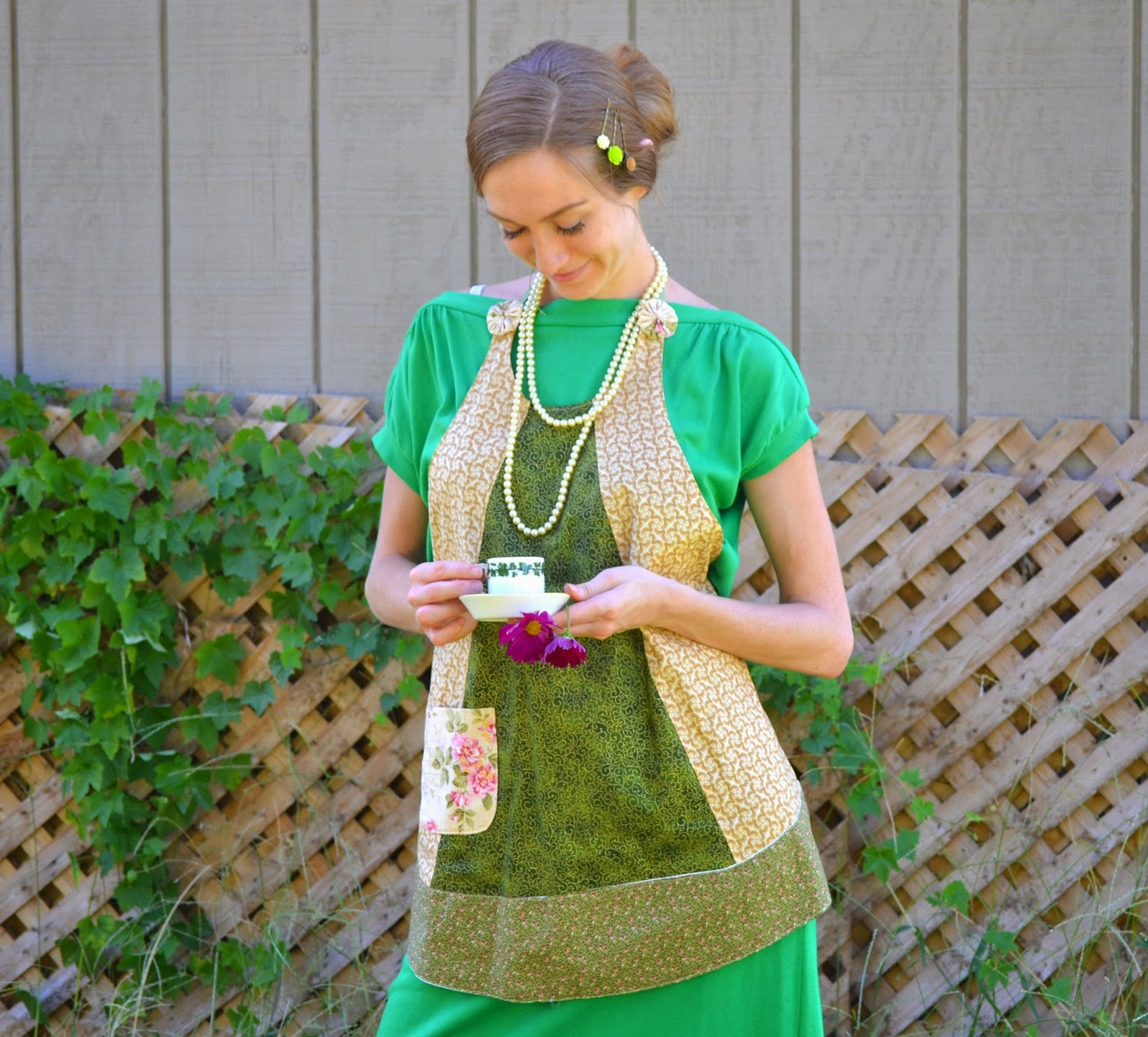 https://www.etsy.com/listing/205167987/celtic-garden-ivy-vine-apron-green-and?ref=shop_home_active_1&ga_search_query=apron