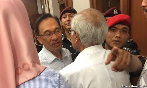 Mahkamah Arah Utusan Bayar Anwar RM200,000