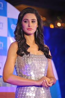 Nargis Fakhri Pictures in Short Dress at Everyouth Naturals Face Wash Launch 104)