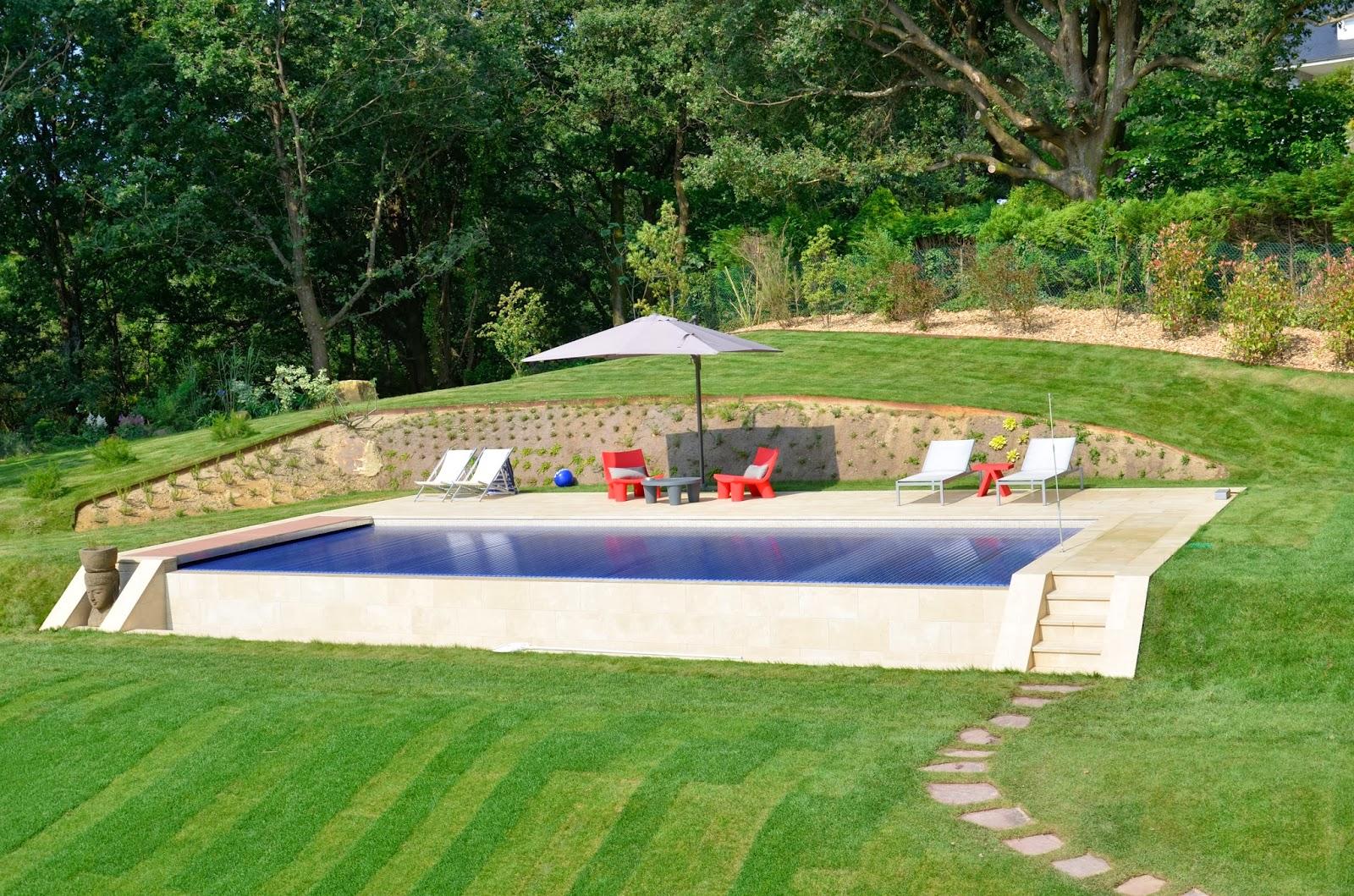 Rosa gres el encanto de una piscina del norte for Piscinas pequenas con encanto