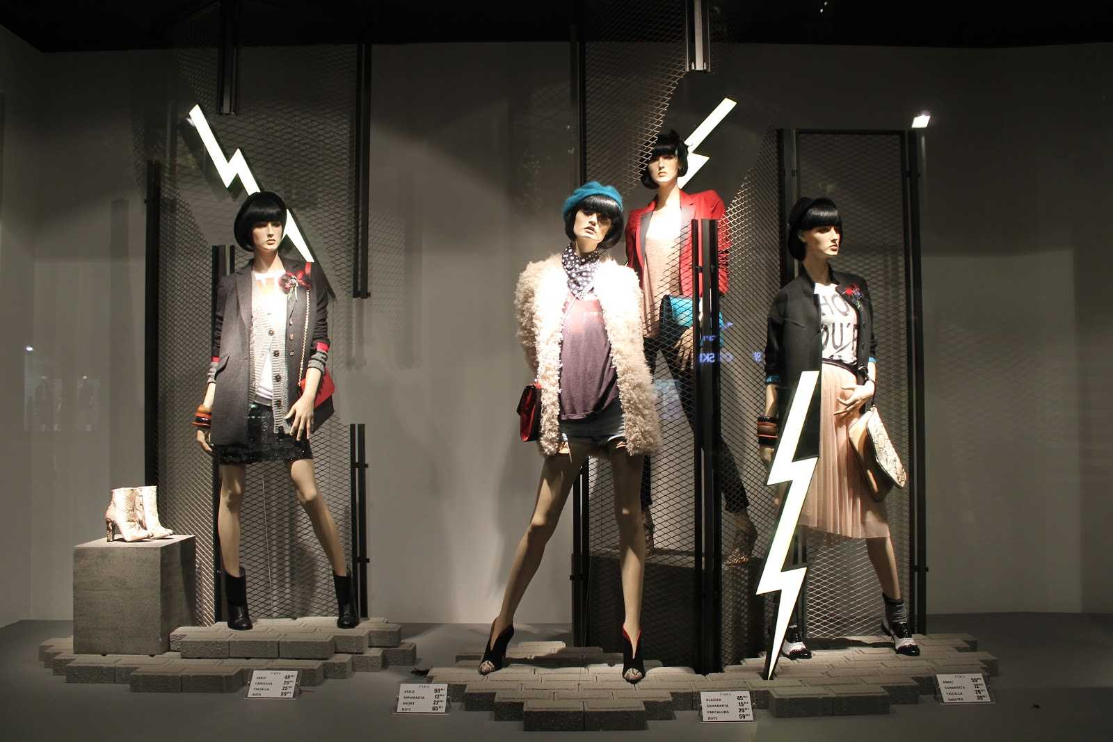 Exhibition Stand For Zara : Rosa creativa window display of the day