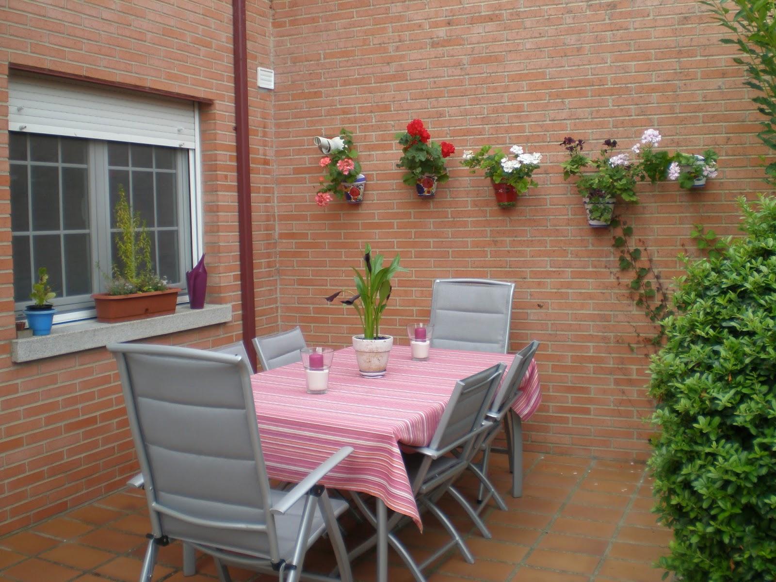 Hausfrau Blicke Auf Unsere Spanische Terrasse