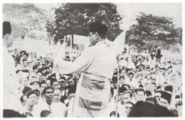 Tunku Abdul Rahman mengisytiharkan tarikh kemerdekaan Malaya di Padang Pahlawan, Bandar Hilir, Melaka