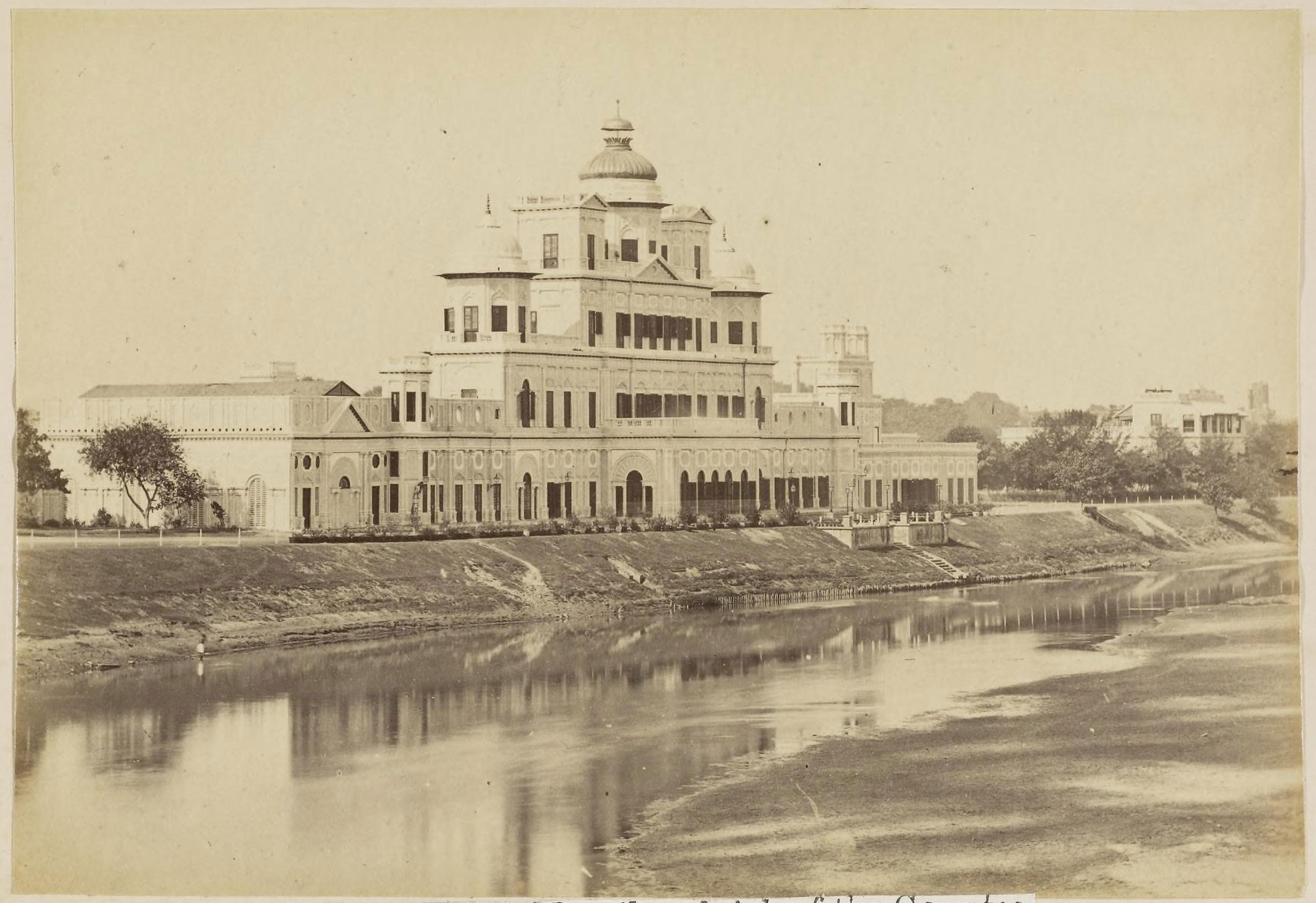 Chattar Manzil On Brink Of The Gomti River Lucknow 1870 39 S Old Indian Photos