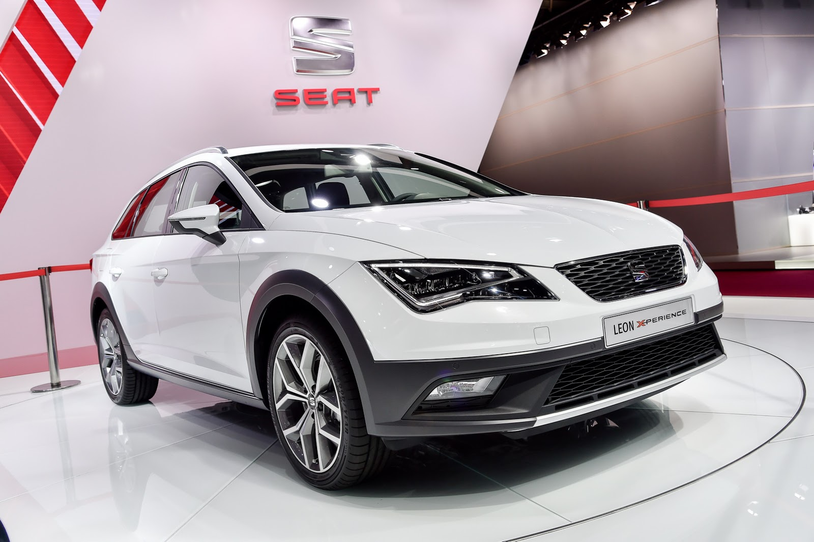 new leon x perience is seat 39 s temporary answer to its suv problem. Black Bedroom Furniture Sets. Home Design Ideas