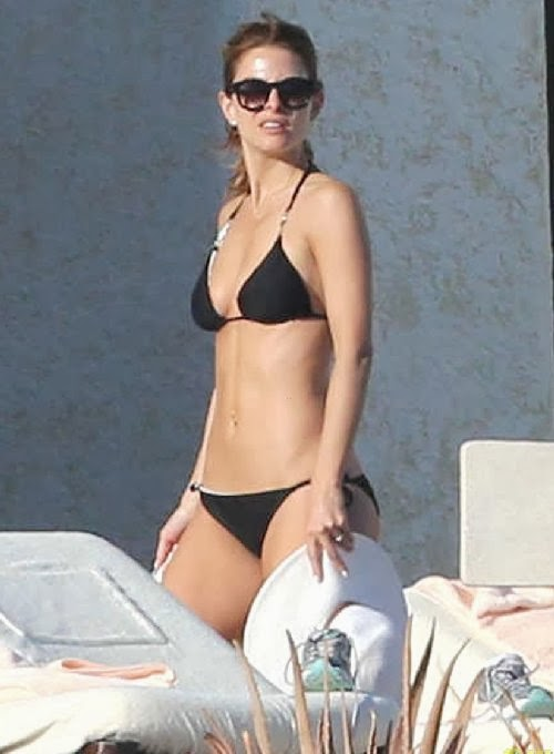 English: Maria Menounos Bikini Mexico Friday, January 3, 2014