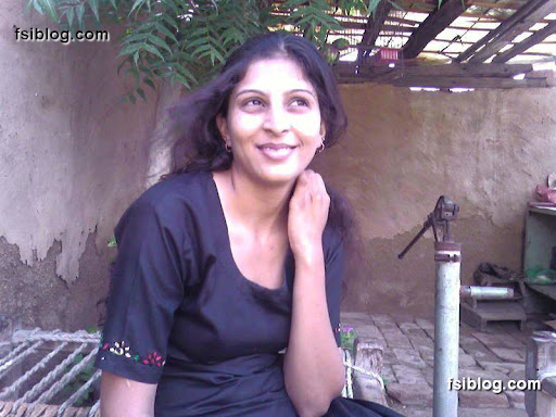 desi girlfriend bathing outdoor for her lover   nudesibhabhi.com