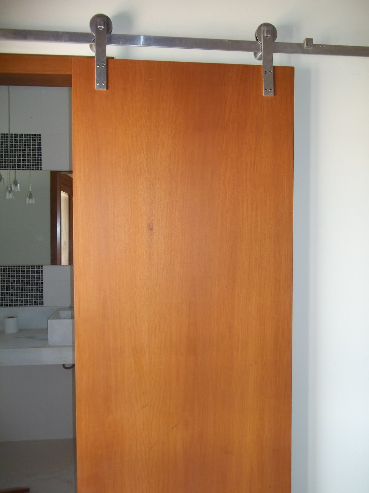 Esquadrias Dom Pedro: Porta de banheiro da suite #8D4A23 1200 1600