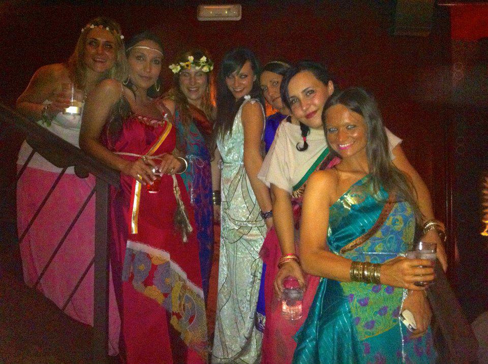 Chicas vestidas de romanas