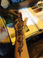 diseño mano henna