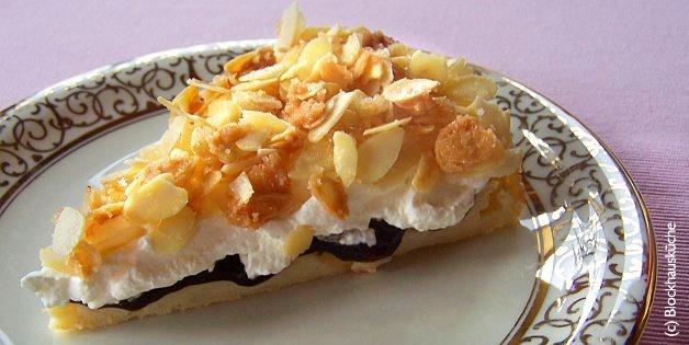 Kuchen mit pflaumenmus und mandeln