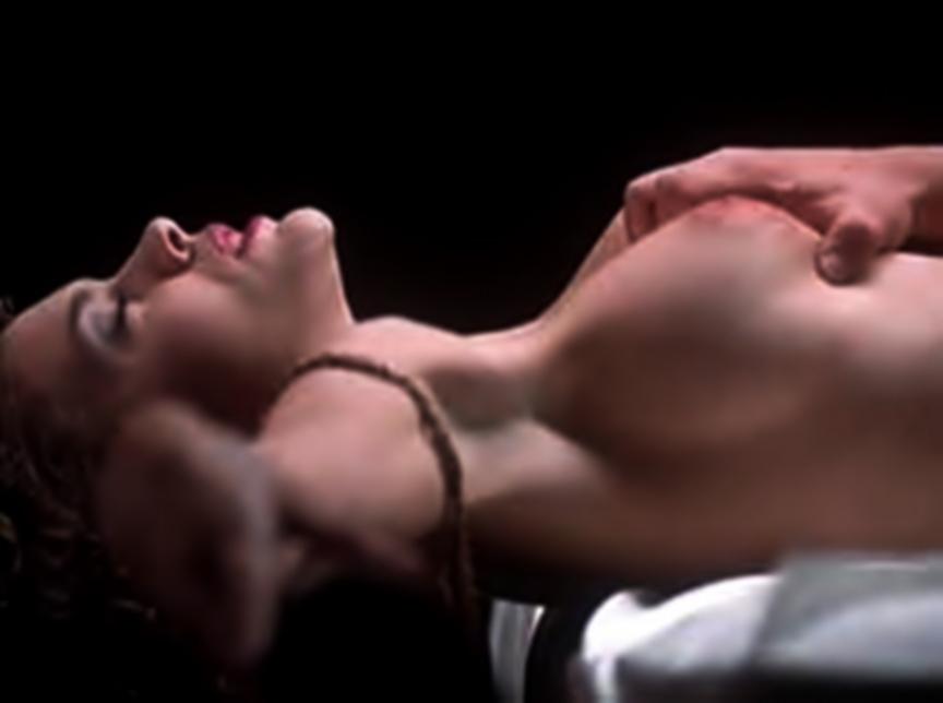 Alyssa Milano en sexy topless para la revista Maxim FOTOS