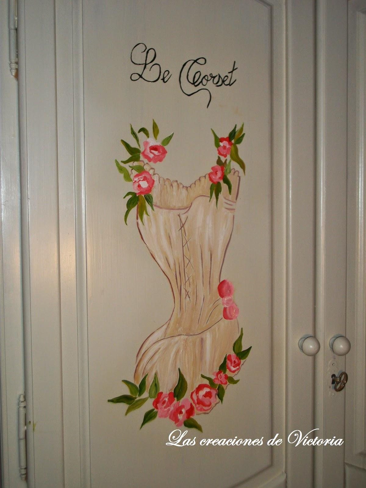 Las creaciones de Victoria.Pintura dosel.Redecorar muebles de madera.Pintura alzada corset.
