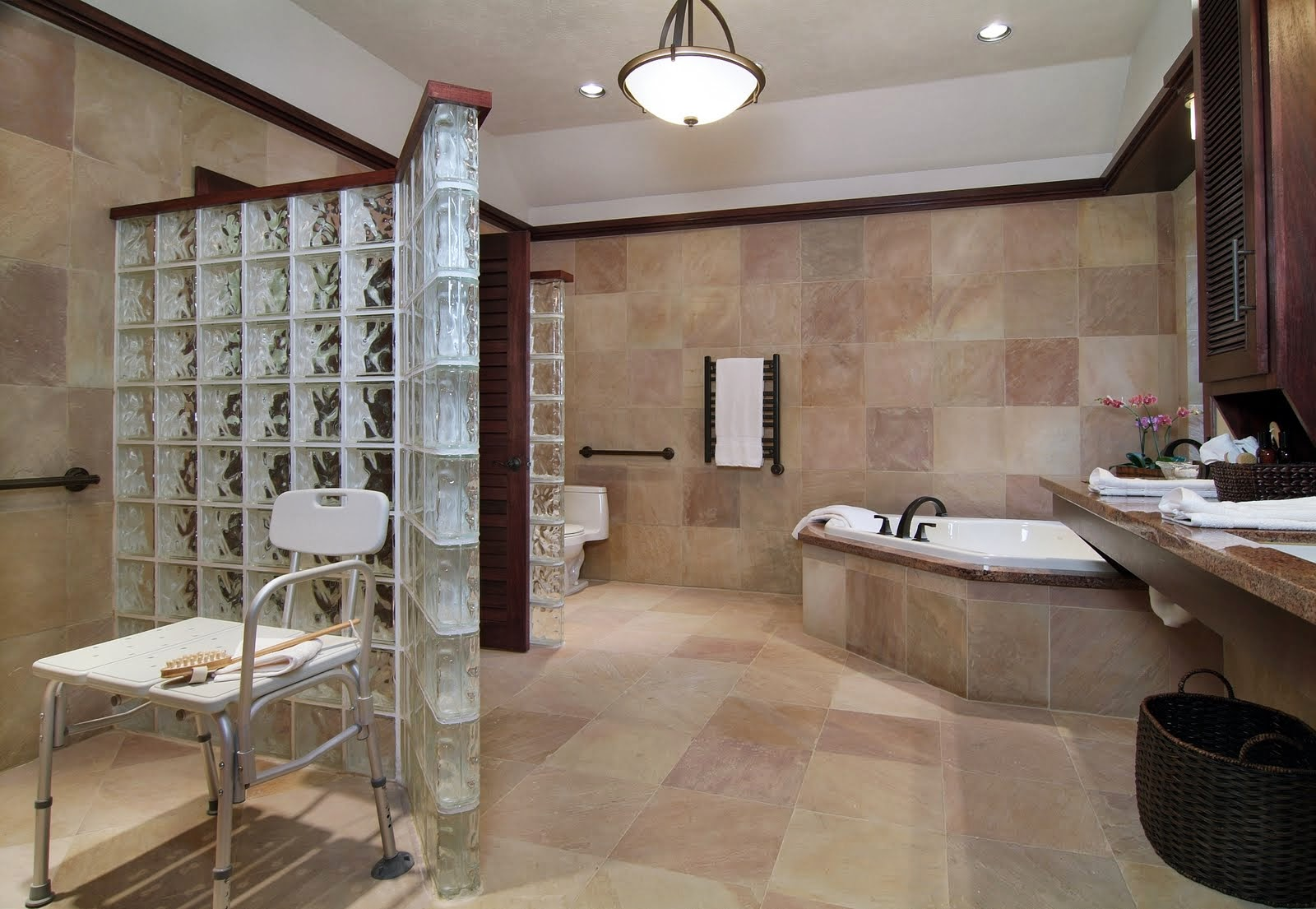 3150 صور حمامات ديكورات و حوائط و تصاميم واكسسوارات حمامات بمساحات كبيرة