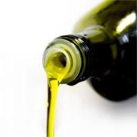 Oliwa extra virgin w zielonej butelce.