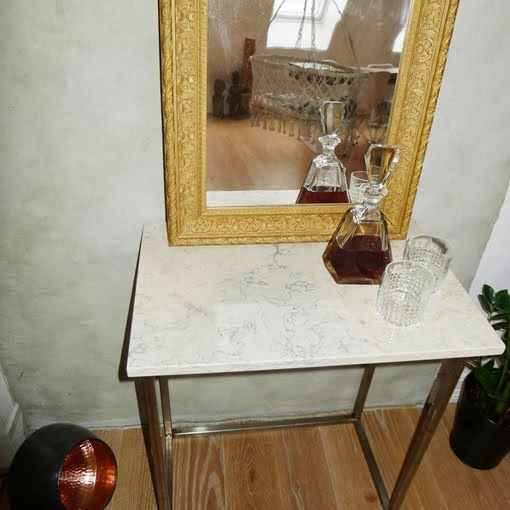 FOR SALE : Marble side table