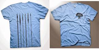 camisa azul com estampa de lanças em preto