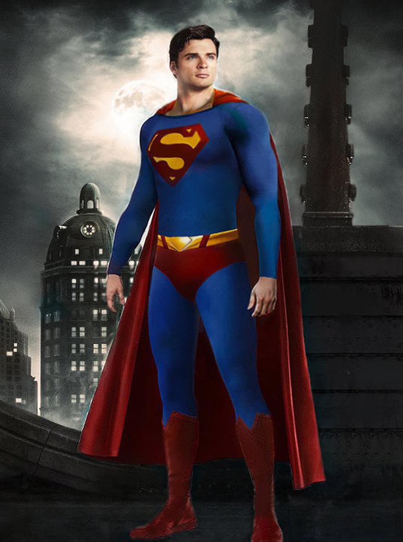 Tom Welling Smallville Superman Suit