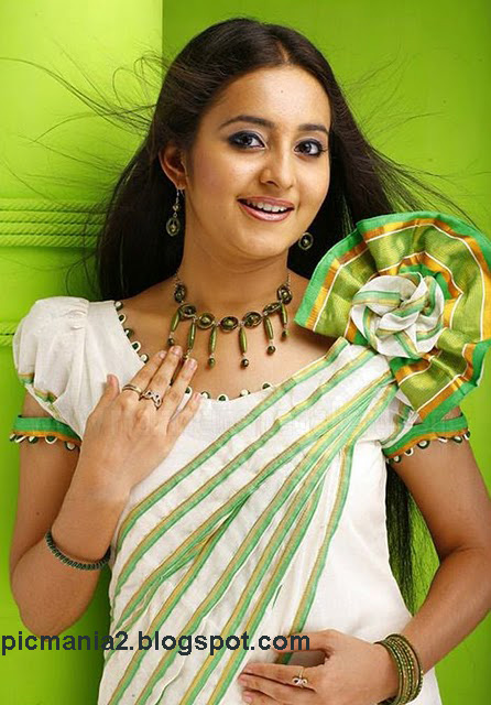 south indian malayalam actress Bhama hot navel  pic