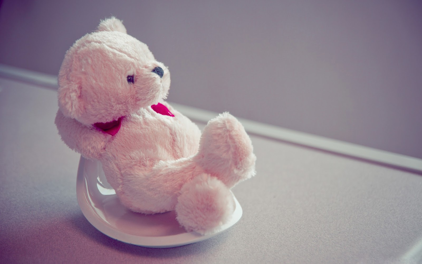 Teddy-Bear-in-love-mood-Wallpaper.jpg