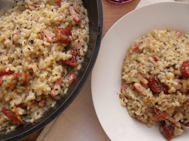 Risotto de bacon tomates secos y albahaca cocinar es for Como cocinar risotto