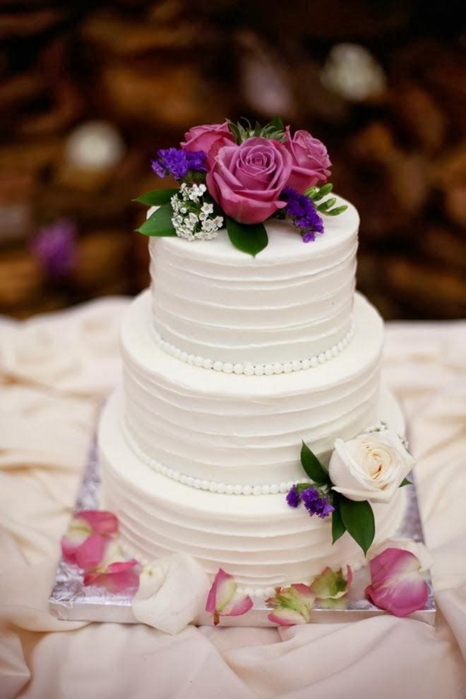 tambin pueden tener flores como elementos de decoracin para el pastel de boda existe una infinidad de modelos y diseos de pasteles pero he with modelos de