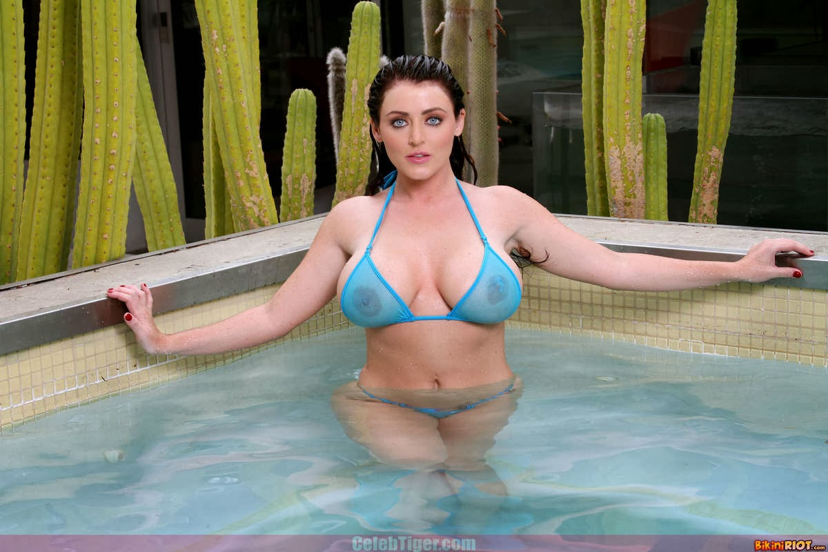 Busty+Babe+Sophie+Dee+Wet+In+Pool+Taking+Off+Her+Blue+Bikini+Posing+Naked www.CelebTiger.com 9 Busty Babe Sophie Dee Wet In Pool Taking Off Her Blue Bikini Posing Naked HQ Photos