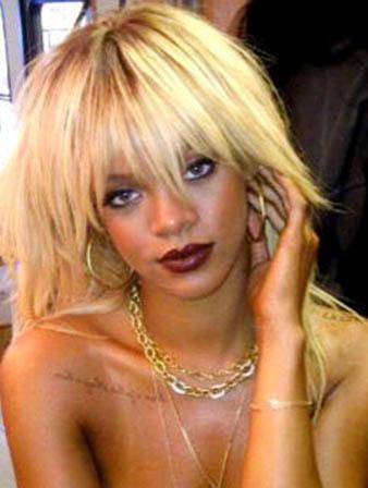 Rihanna sarı saçları ile cindy bebekler gibi görünürken salık saçları ile daha masum bir ifadeye bürünmüştür.