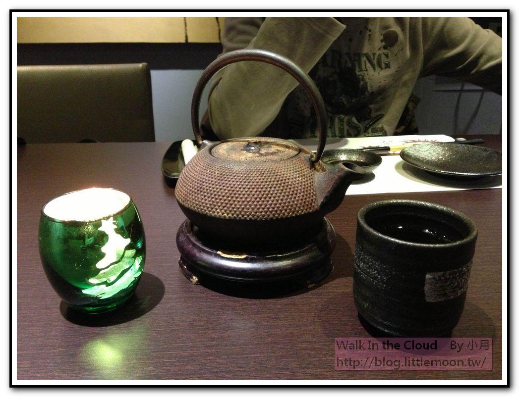 熱茶與聖誕氣氛蠟燭