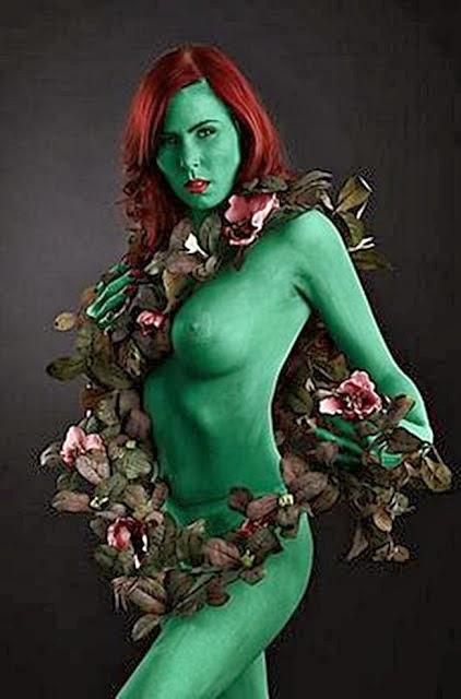 Veja só o resultado da união de Cosplays femininos juntamente com a  pintura corporal.