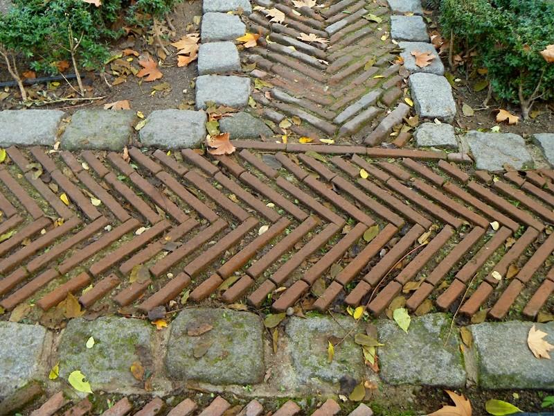 Hablemos de jardines jard n del palacio de anglona en madrid for Pavimentos de jardin