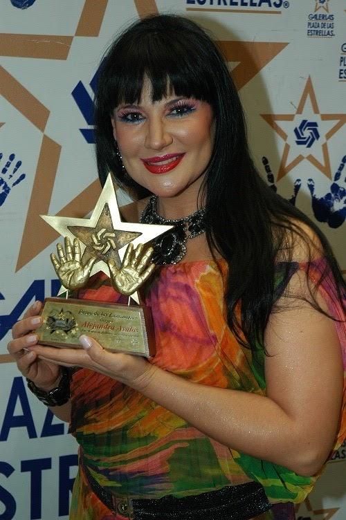 La cantante y actriz alejandra avalos recibi 243 la presea de 30