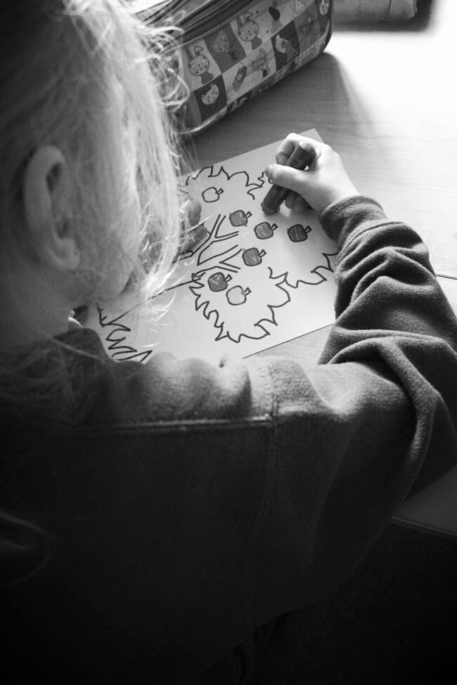 colouring girl, arts and crafts, poke your nose, todaymyway.com