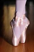 Toma, unos zapatos de ballet,