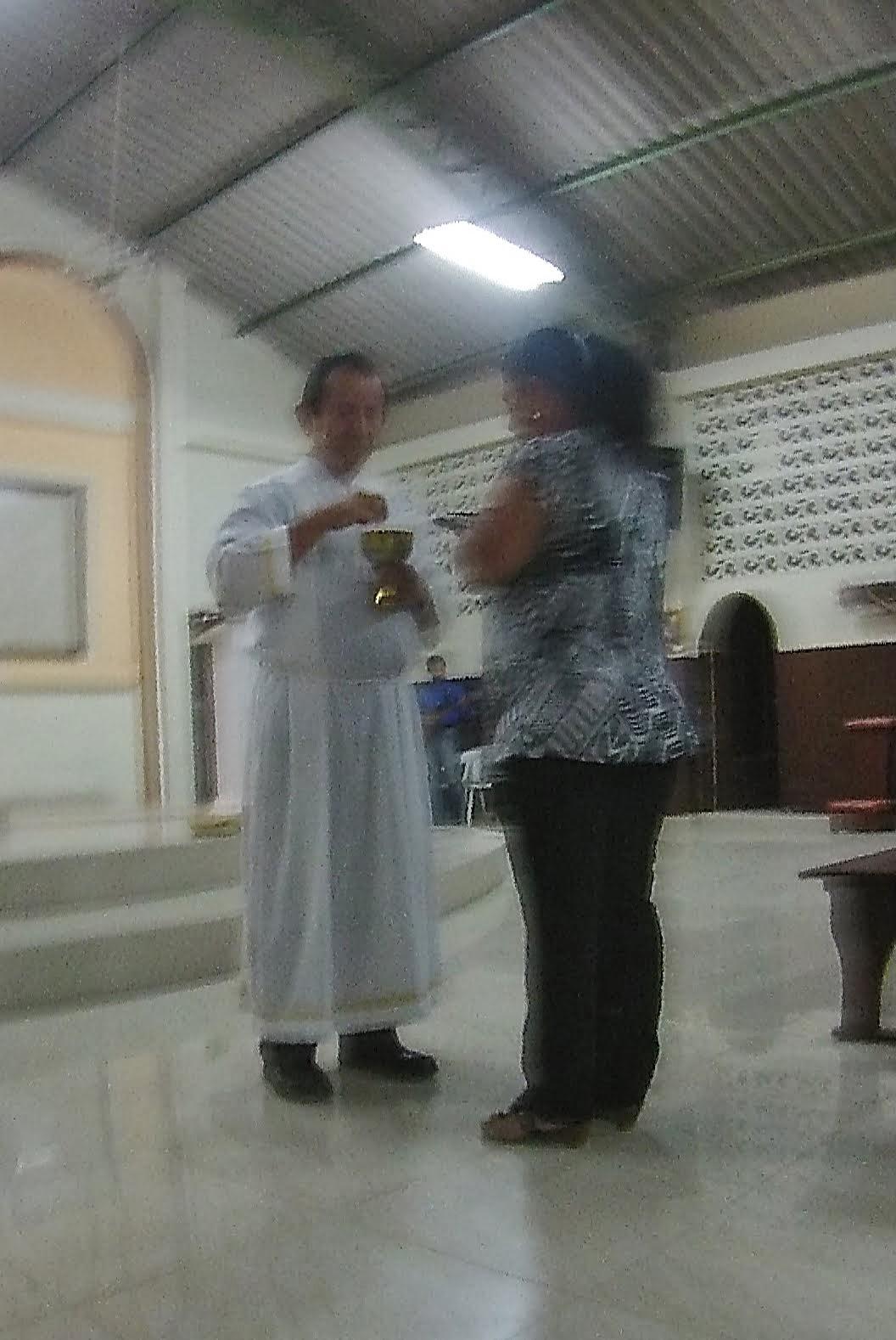 Ministrando la Comunión