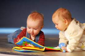 Fraldas e livros: a importância da leitura para a primeira infância