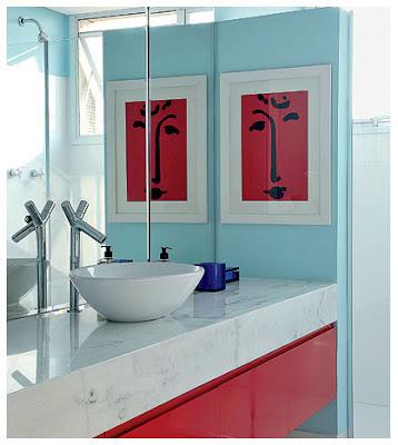 quadros no banheiro