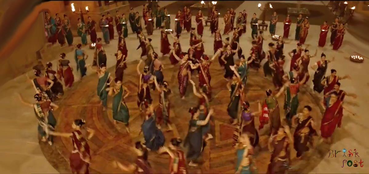Pinga circle dance around Deepika as Mastani and Priyanka as Kashibai in Bajirao Mastani movie