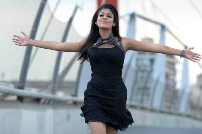 Soth Indian Actress Nayantara Photo gallery sexy stills