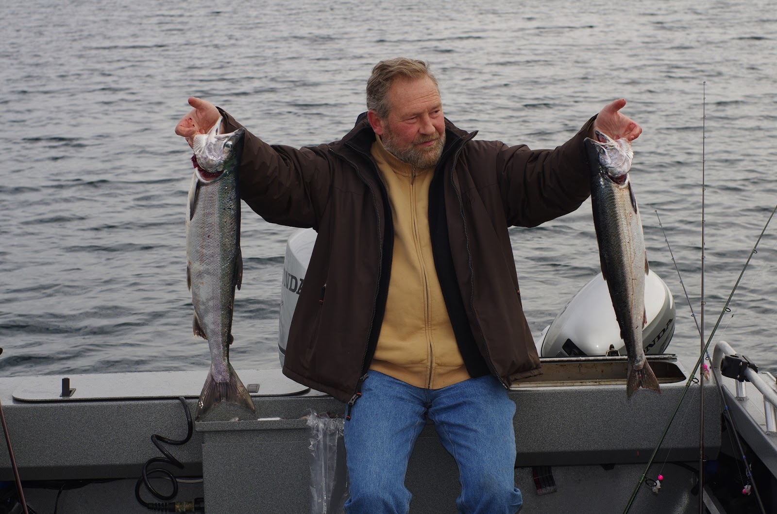 на что ловить красную рыбу лососевых