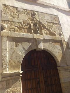 Puerta de entrada al monasterio de Sana María de Carbajal. León. Foto G. Márquez.
