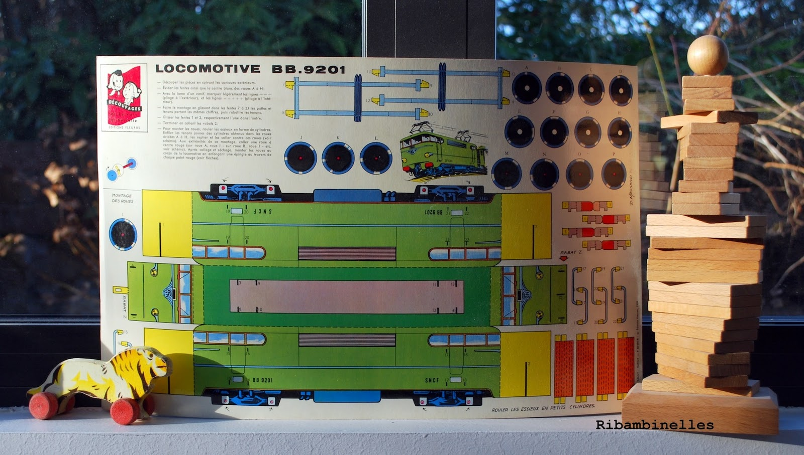 http://1.bp.blogspot.com/-FH9T8uYZ0uw/TxHDVEPg1CI/AAAAAAAAADA/HgadeN2PvPk/s1600/locomotive+BB+9201+SNCF+sylvain+sylvette+de%25CC%2581coupage+paper+toy+fleurus+1959+MASSARD+2+.jpg