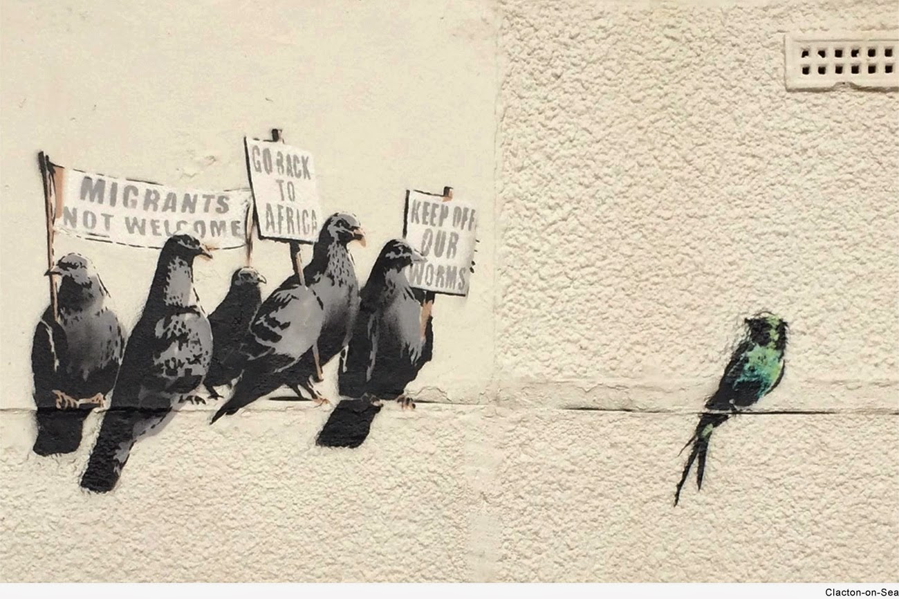 After the Art Buff piece we discovered a few days ago in Falkestone, Banksy just unveiled yet another new street piece in the UK.