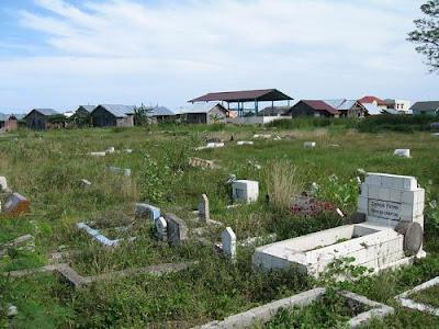 Melihat kuburan Islam dan Kristen - www.jurukunci.net