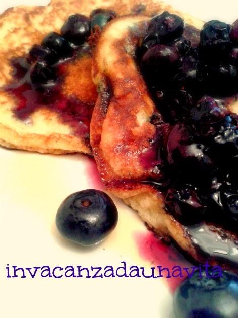 pancakes colazione e mirtilli