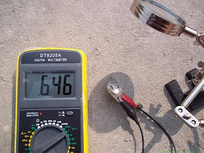 Testing the Photovoltaic Effect with a Transistor